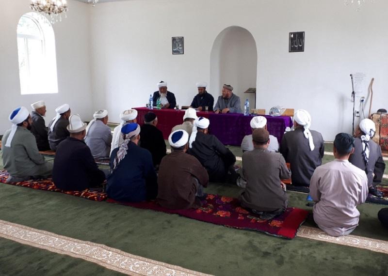 Талас облусунун казысы коомчулук менен иштөөнү жакшыртуу максатында имамдарга бир катар тапшырмаларды берди