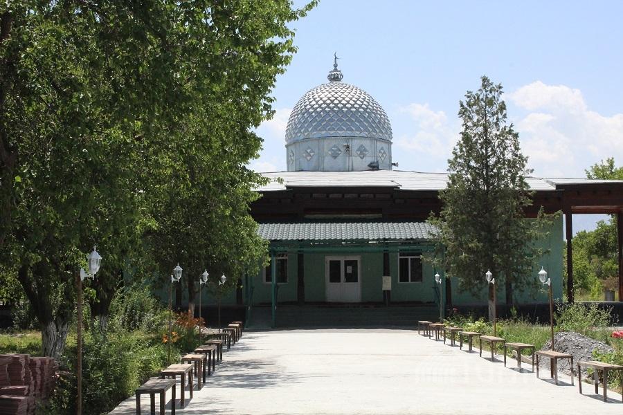 Баткен шаарындагы борбордук мечиттин ички бөлүгү жаңыланып, жарандар үчүн шарттар түзүлдү
