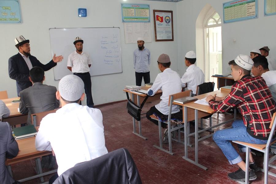 Жалал-Абаддагы дини окуу жайларды облустук казыят  текшерип чыкты