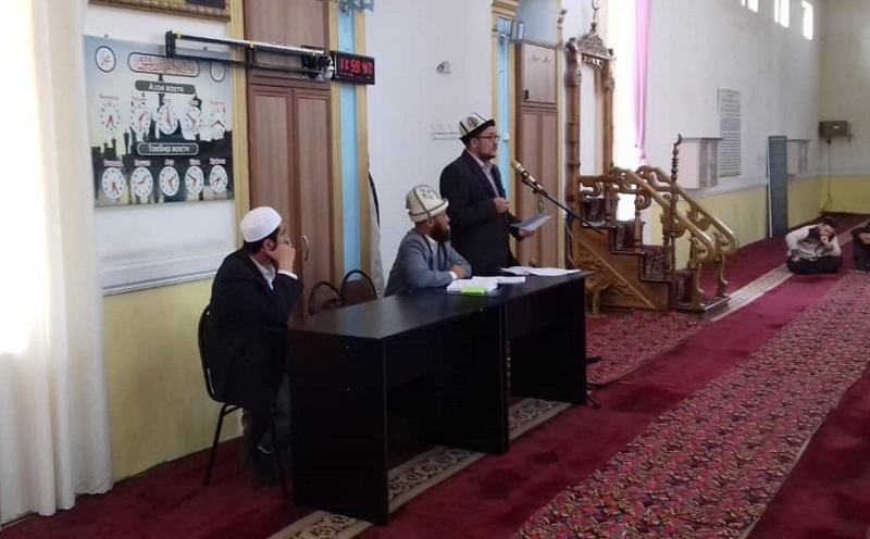 Аалымдар Кеңешинин мүчөсү Абдималик ажы Турсунбеков Өзгөн районундагы  мечит имамдары менен жолугушту