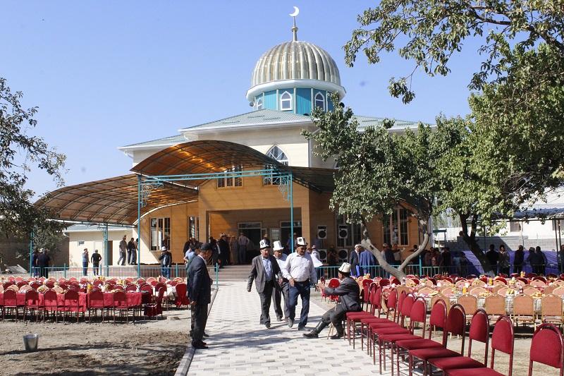 Кара-Суу районунун Кенжекул айылында заманбап мечит пайдаланууга берилди